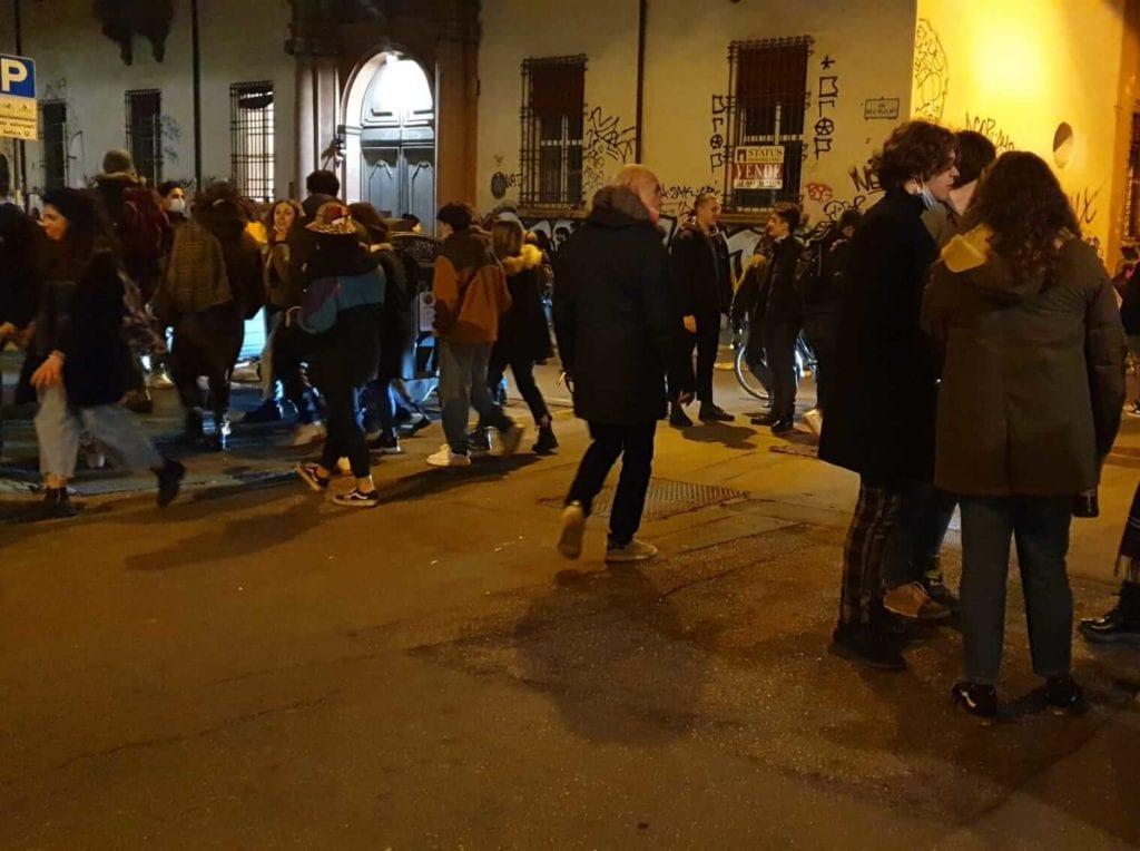 assembramenti zona universitaria bologna
