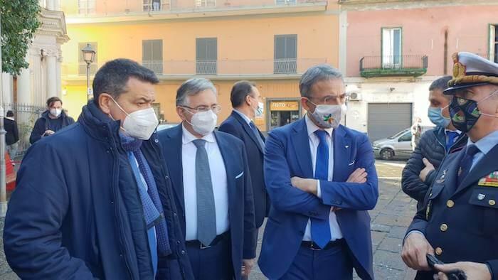 sergio costa a pomigliano_consegna telecamere (1)