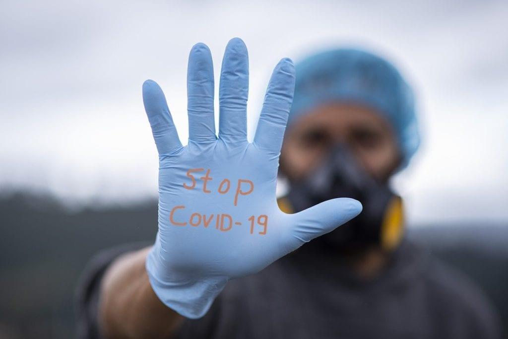 stop covid-19 infermiere guanto