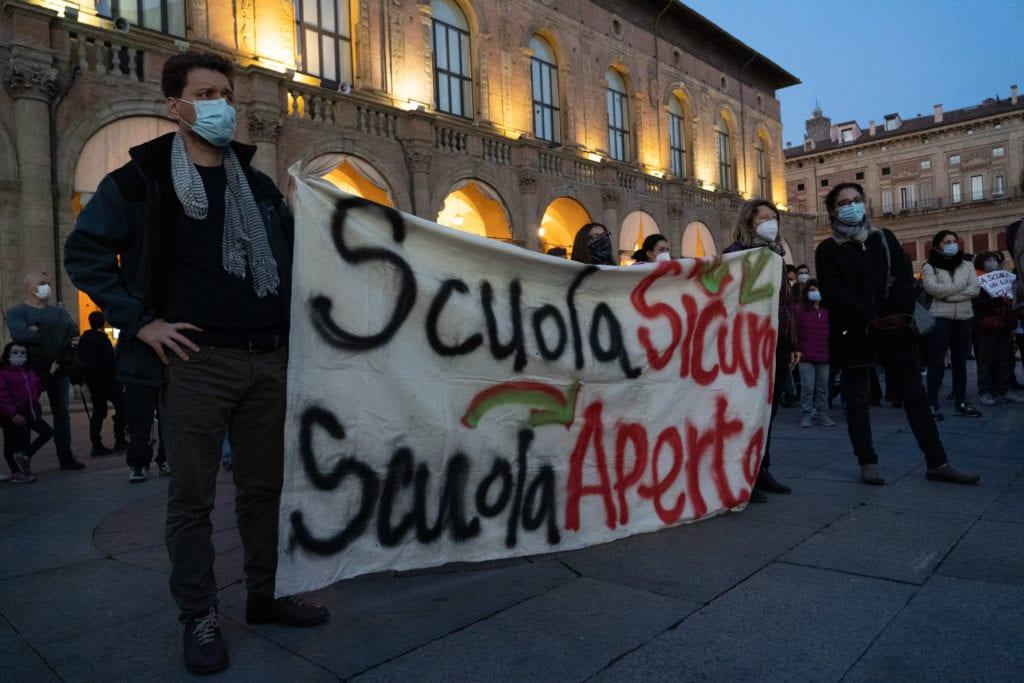 Bologna, il comitato Priorità alla scuola lancia lo sciopero della Dad