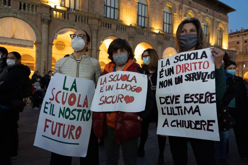 priorità alla scuola bologna manifestazione no dad