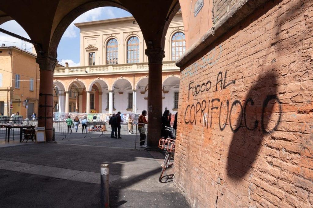 protesta studenti Saperi naviganti piazza Verdi Bologna