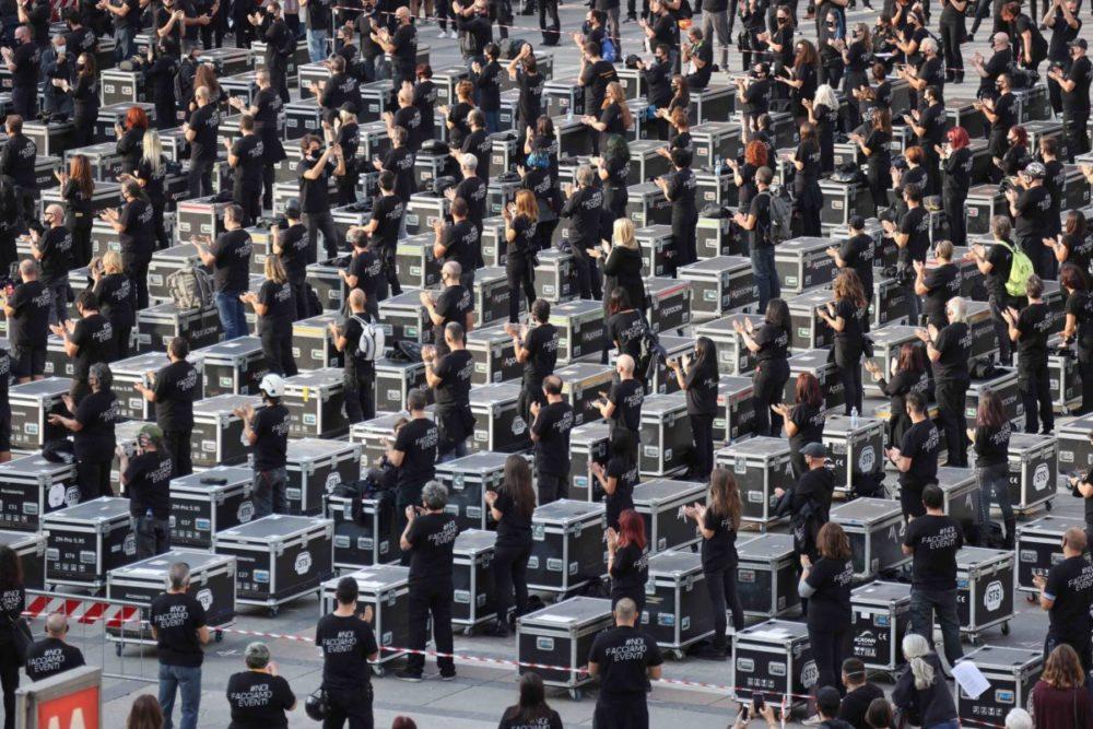 bauli-manifestazione-lavoratori-spettacolo