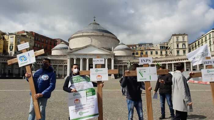 protesta croci napoli