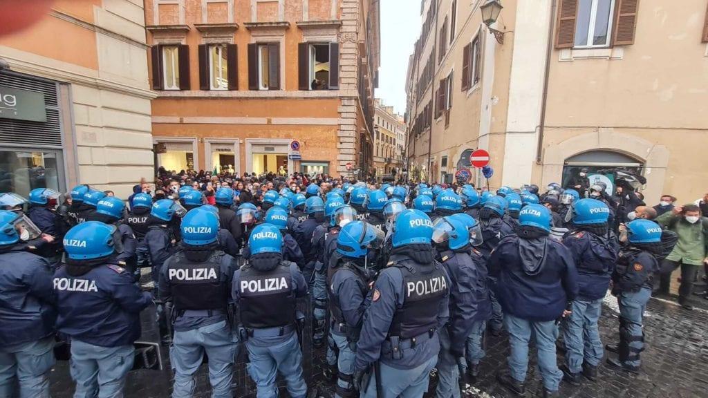 polizia manifestazione ioapro roma