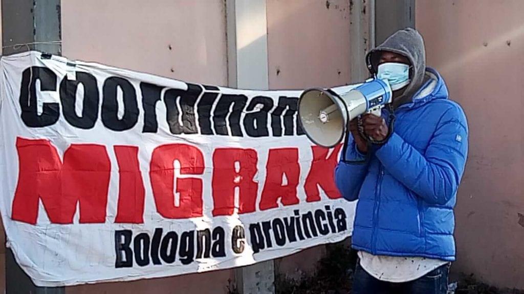 protesta migranti cas via mattei bologna