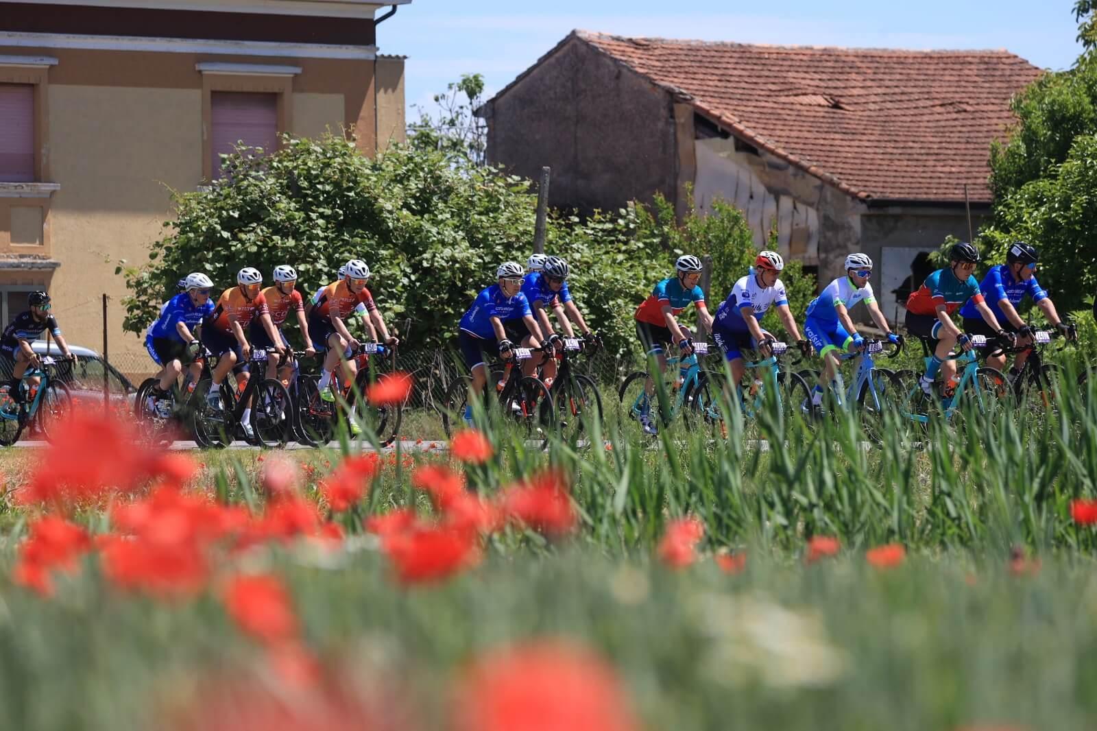 ciclismo giro-e ciclisti