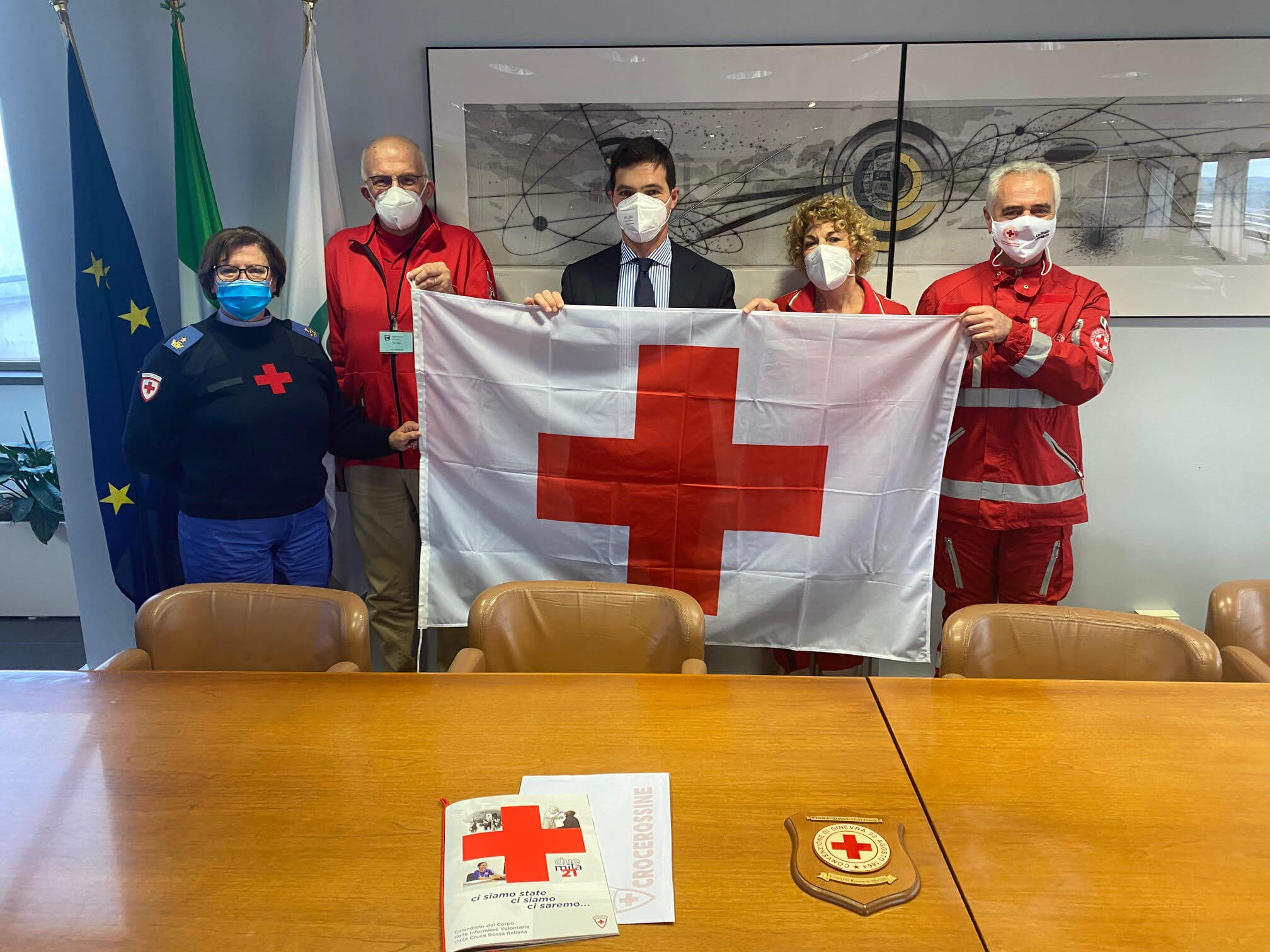 francesco acquaroli croce rossa bandiera