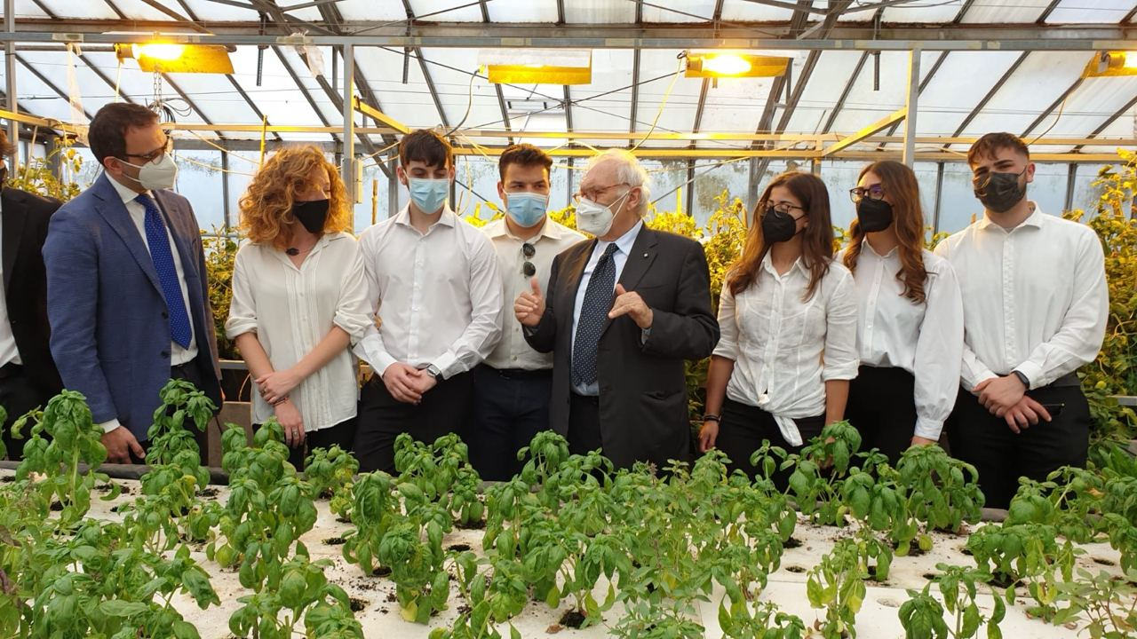 ministro Bianchi visita istituto agrario Garibaldi Roma