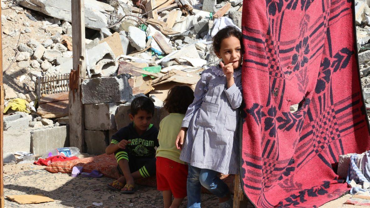 bambini striscia di gaza