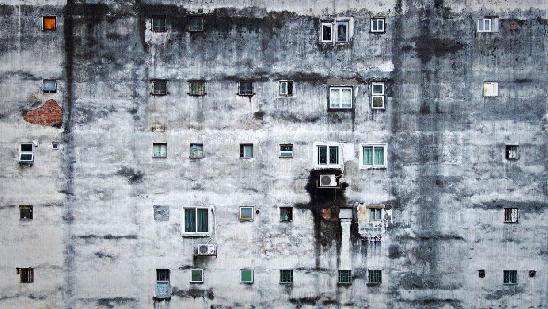 povertà palazzo finestre