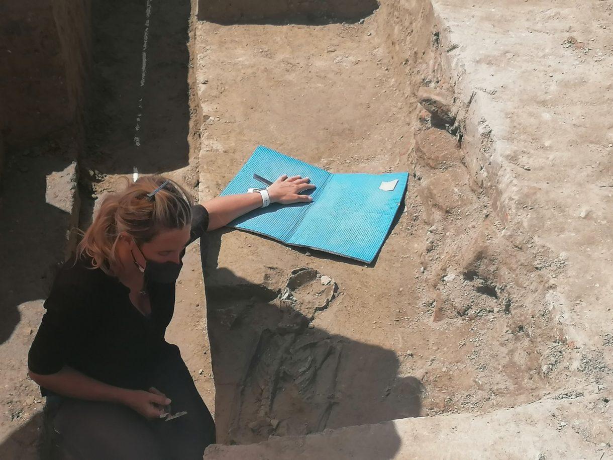 ritrovamenti ossa bambino ferrara scavi archeologici