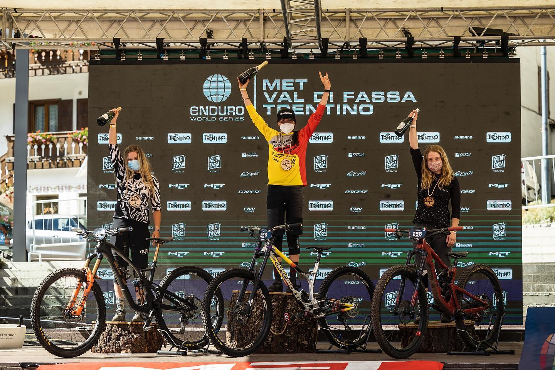Sophie Riva a Canazei sul gradino più alto del podio
