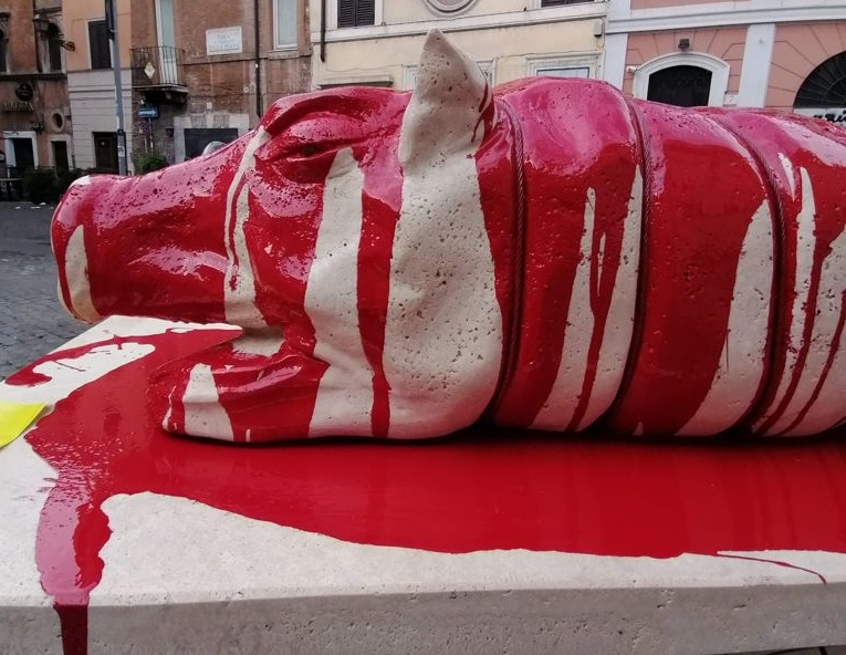 statua porchetta roma orizzontale