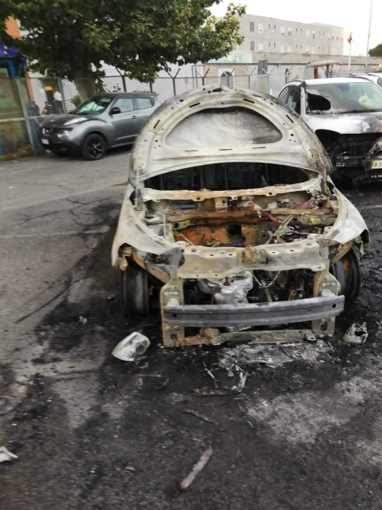 auto polizia incendiate rebibbia