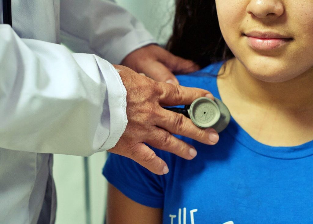medico bambino pediatra