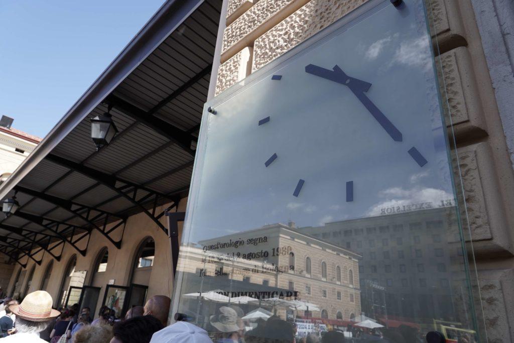 orologio fermo stazione bologna strage 2 agosto 1980