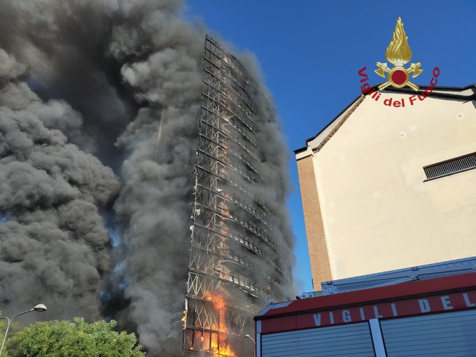 incendio torre moro milano
