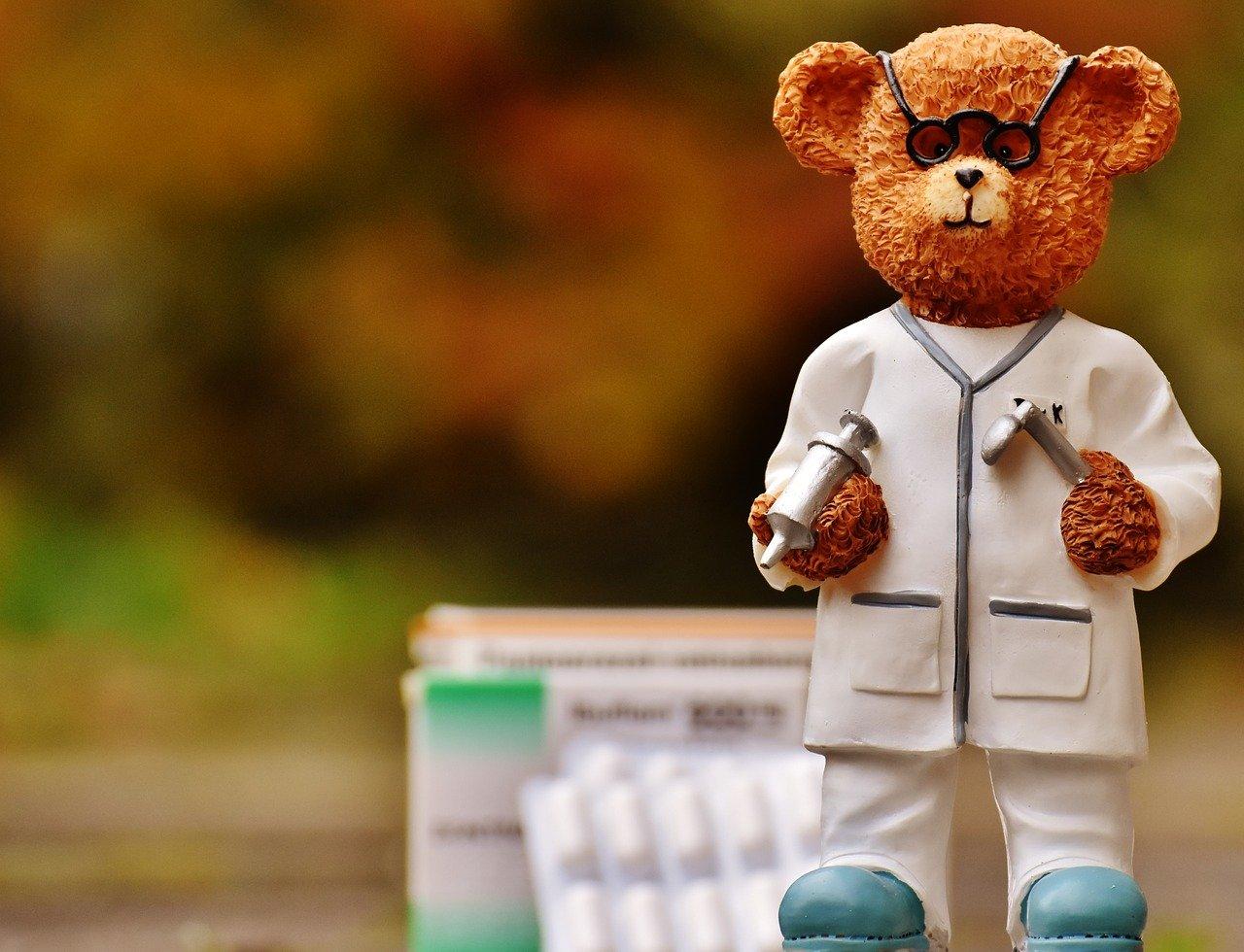 orsetto peluche medico pixabay