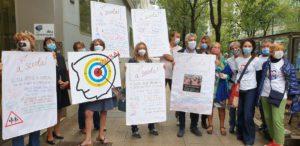 protesta genitori milano Palazzo Pirelli