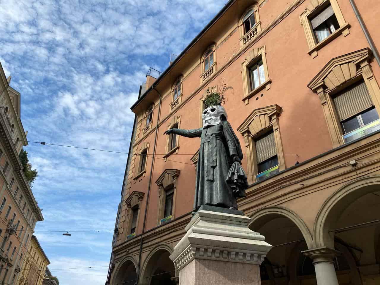 teschi_statue_bologna
