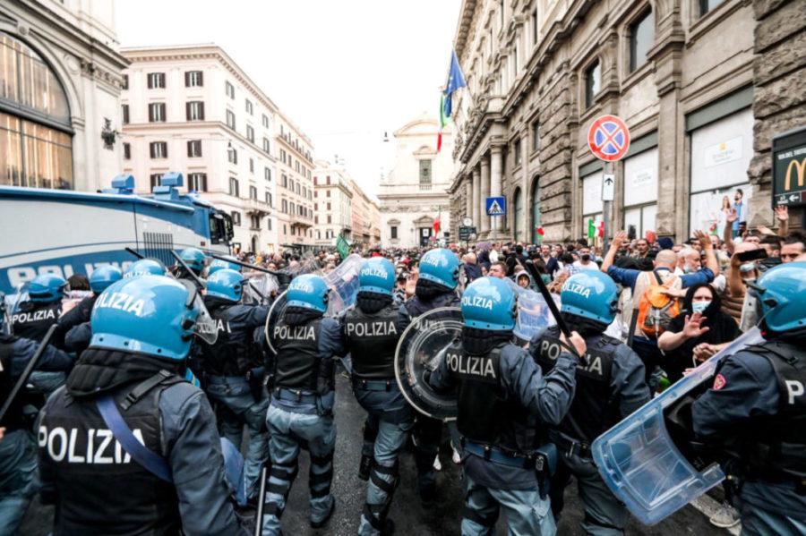 scontri polizia manifestanti roma green pass