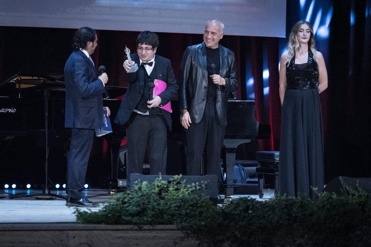Premio internazionale al pianista iraniano Ramin Bahram consegnato da Danilo Rea-min