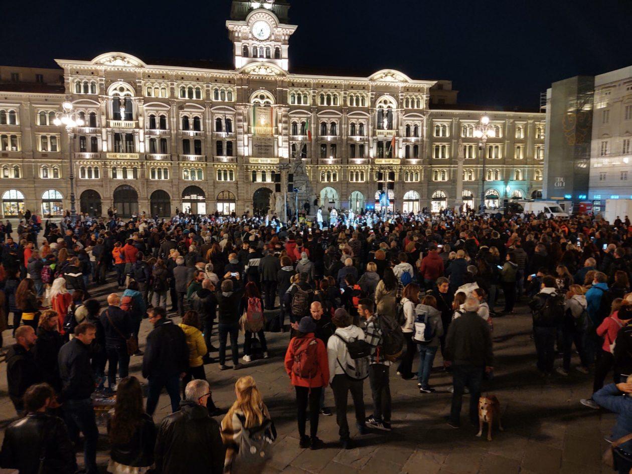 protesta no green pass piazza unità trieste