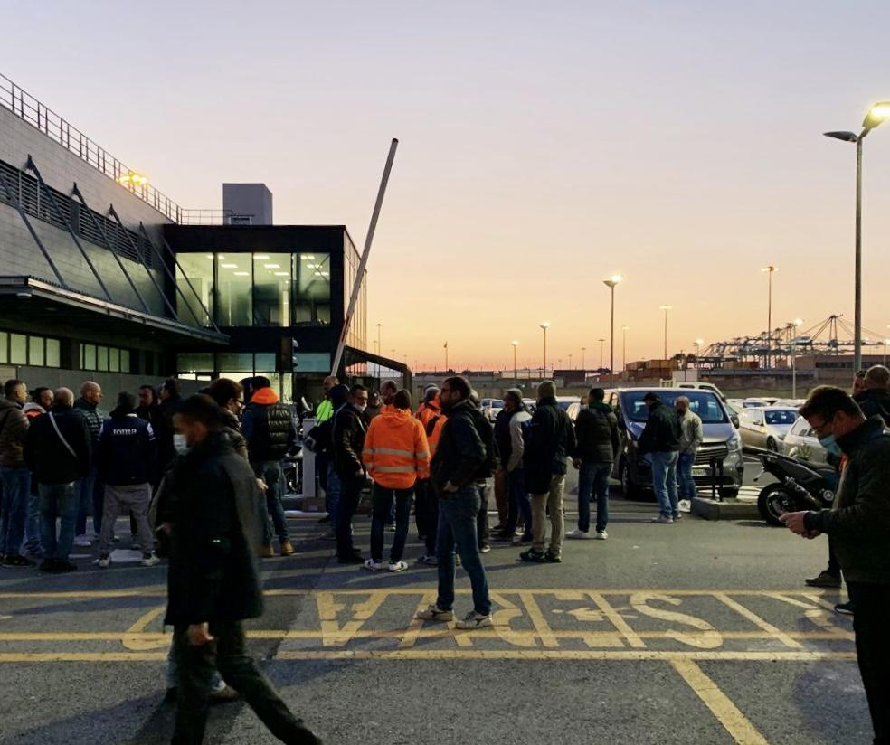 proteste no green pass porto di genova 1