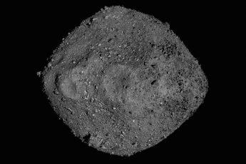 L'asteroide Bennu in un mosaico di immagini riprese dalla sonda Nasa Osiris-Rex. Crediti: Nasa/Goddard/University of Arizona