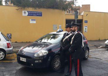 I-Carabinieri-di-Pomezia-davanti-allasilo-dellinfanzia-2