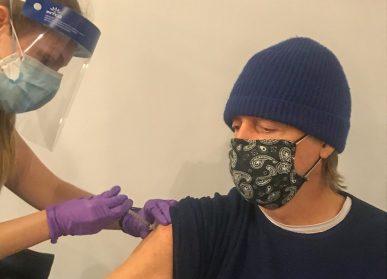 Paul McCartney vaccinato foto da Facebook