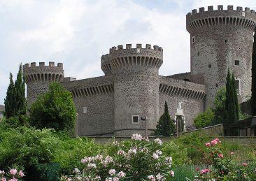 Rocca.pia_Adrian_Pingstone_wikipedia