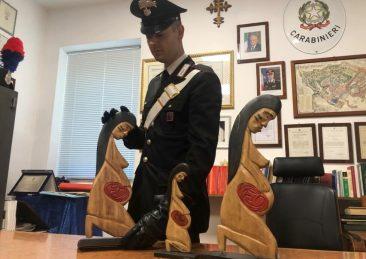 SAN-PIETRO-Le-statuette-rinvenute-dai-Carabinieri-1
