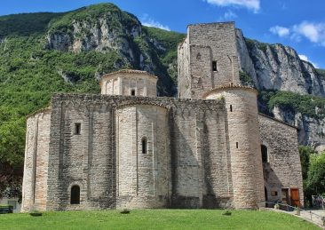 abbazia-san-vittore_foto-marco-giannotta_fb-visit-marche