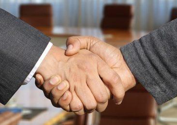 accordo stretta di mano contratto cessione