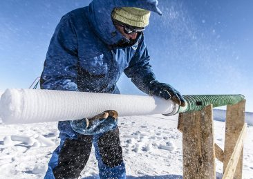 Ice core extraction near Concordia station