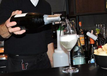Bancone bar aperitivo spumante