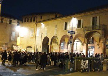 assembramenti piazza verdi bologna