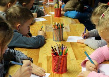 bambini_colorare_asilo_scuola_materna