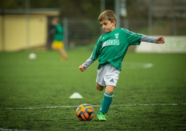 bambino-calcio-sport