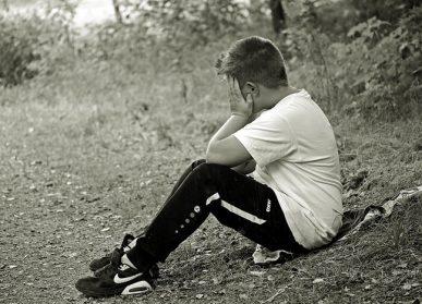 bambino_triste_solo-depressione