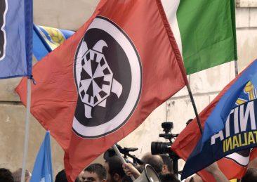 bandiera-casapound-imagoeconomica