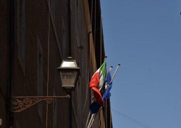 bandiera-italiana-bandiera-ue-mibact