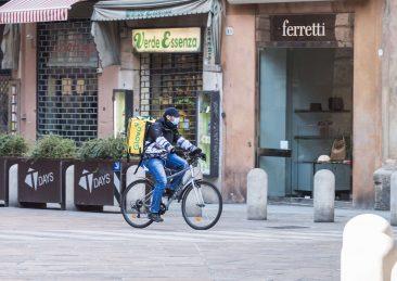 coronavirus_Mascherina-rider-scaled