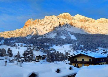 cortina montagna neve