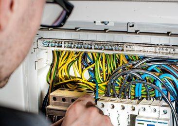 elettricista_lavoro2