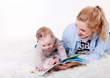 famiglia_bambini_lettura_piuxabay