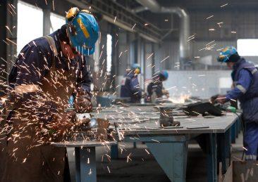 lavoro-operai-fabbrica