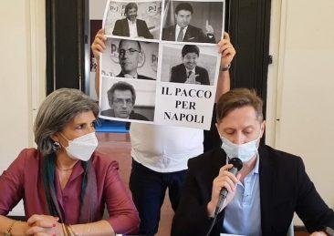 'pacco' per napoli_m5s napoli